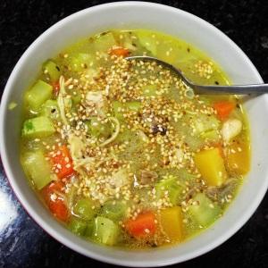 Sopa de legumes com peito de frango!