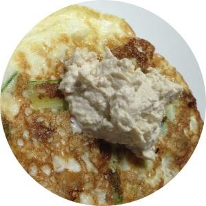 omelete de claras com abobrinha, mas é só pra mostrar meu novo amor, o tofu cottage em cima! haha