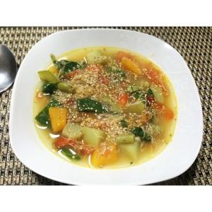 A noite nem estava fria, mas eu queria uma sopinha! De legumes com frango, amo!!