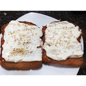 Tofu cottage! E tem gente que ainda acha que não tem o que passar no pão se não pode comer requeijão... ai ai..