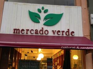 O Mercado Verde fica localizadoem Punta del Este na Calle 24 entre a 27 e 28, e em Montevideo na Jaime Zudañes 2511 esq. 21 de Setiembre