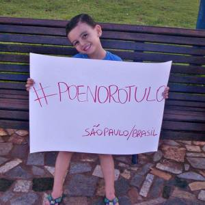 Imagem reprodução do facebook /poenorotulo